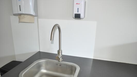 Anti-projections - panneau en plexiglas pour la cuisine ou la salle de bain.