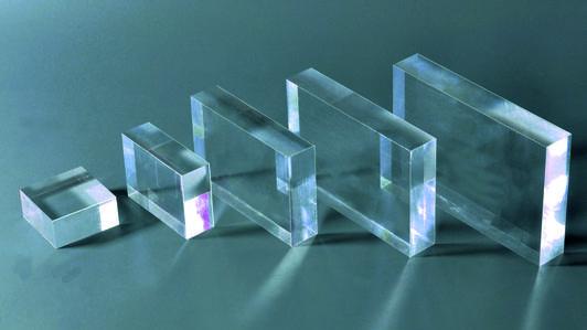 Plexiglas extrudé ou plexiglas coulé - qu'est-ce qui les relie, en quoi diffèrent-ils, lequel est préférable de choisir lors de l'achat?