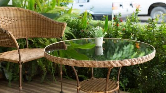 Plexiglas à l'extérieur - comment utiliser le plexiglas à l'extérieur de votre maison, sur un terrain ou dans un jardin?